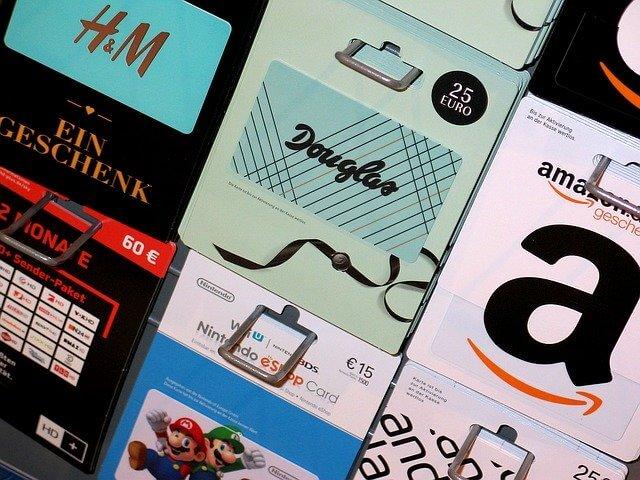 Kerstpakketten vs cadeaubonnen: wat willen medewerkers?